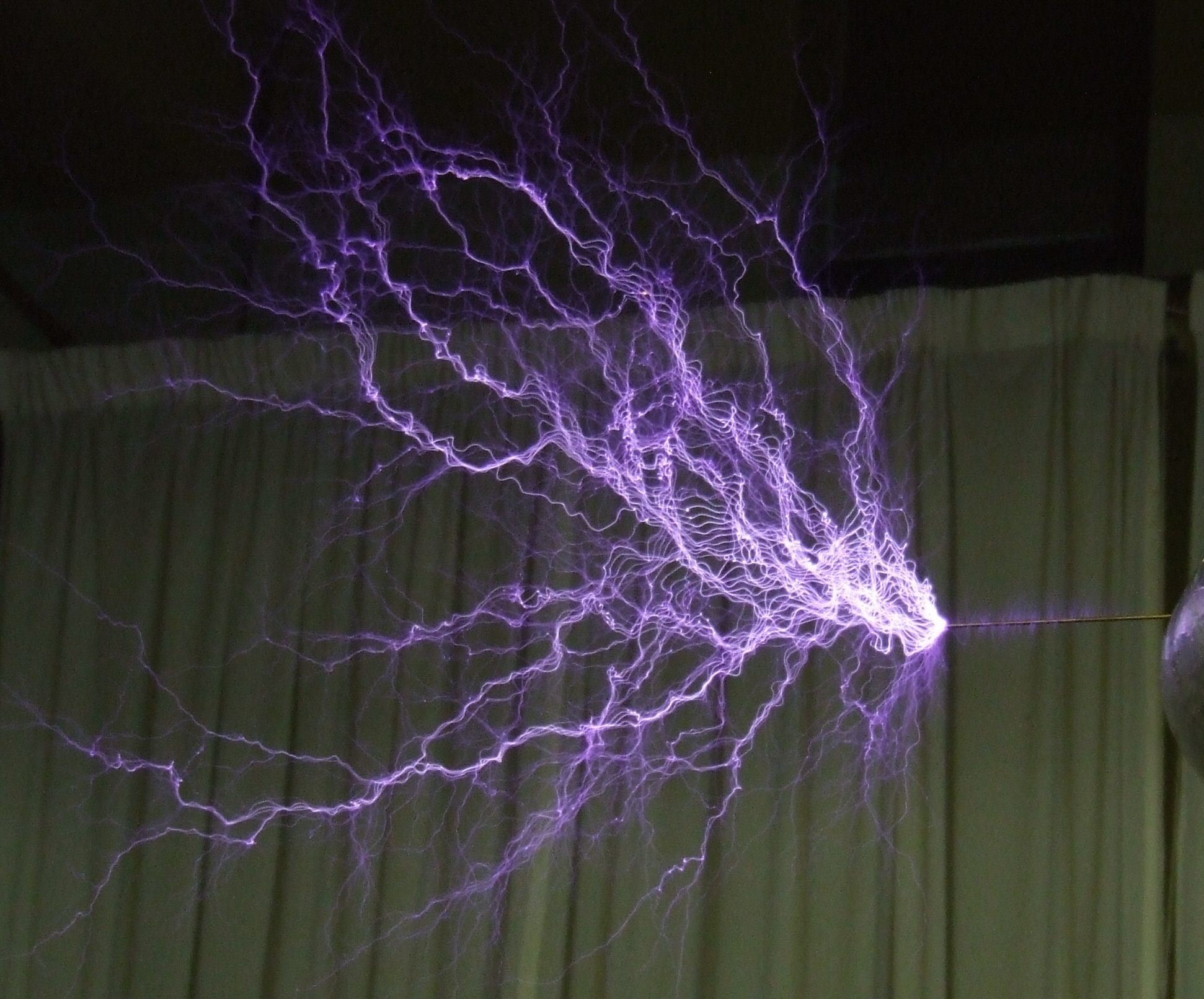 Tesla coil discharge any