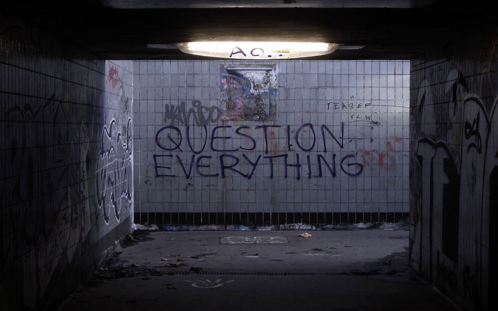 text graffiti decay Question HD Wallpaper
