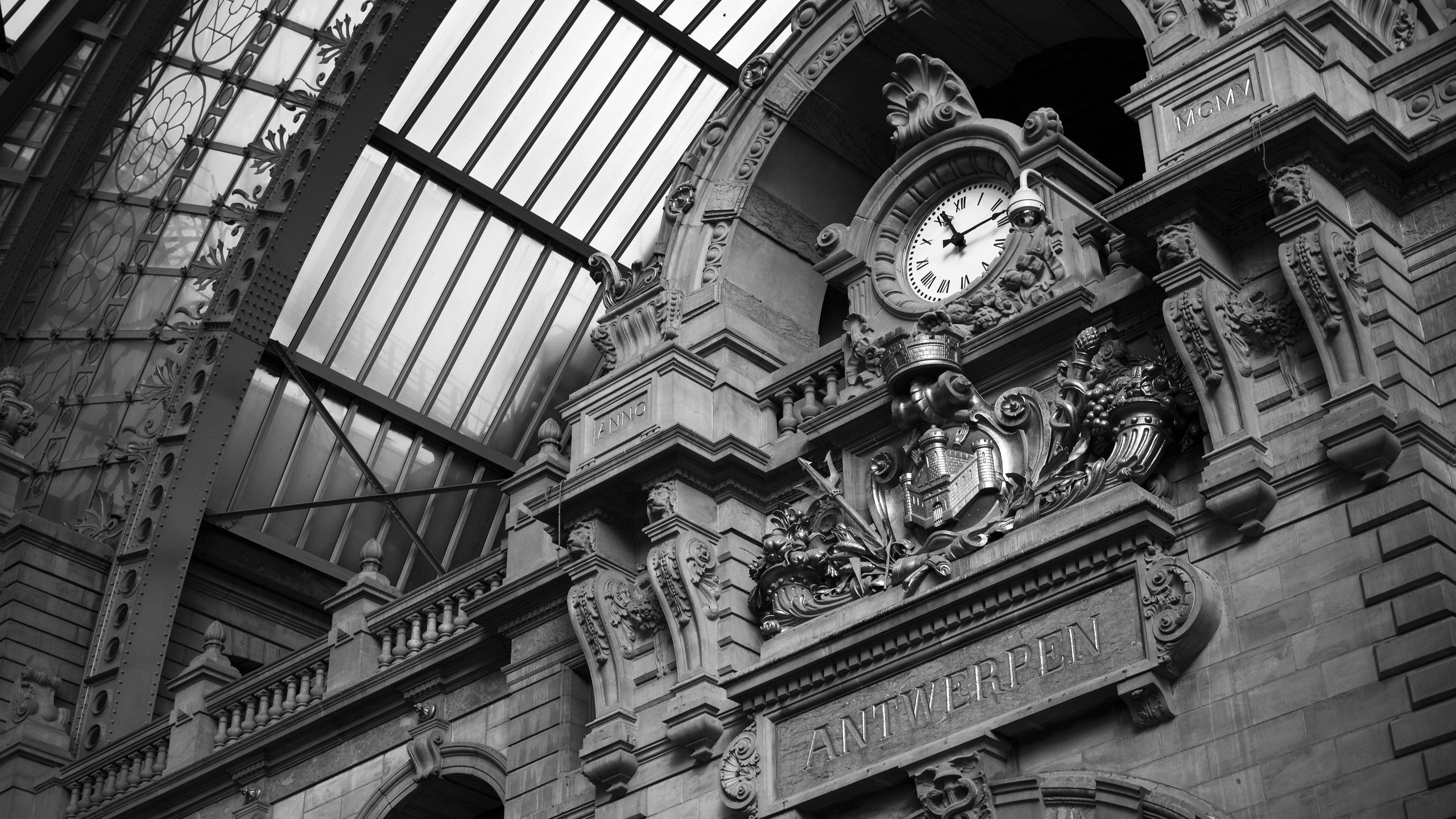 train stations Antwerp