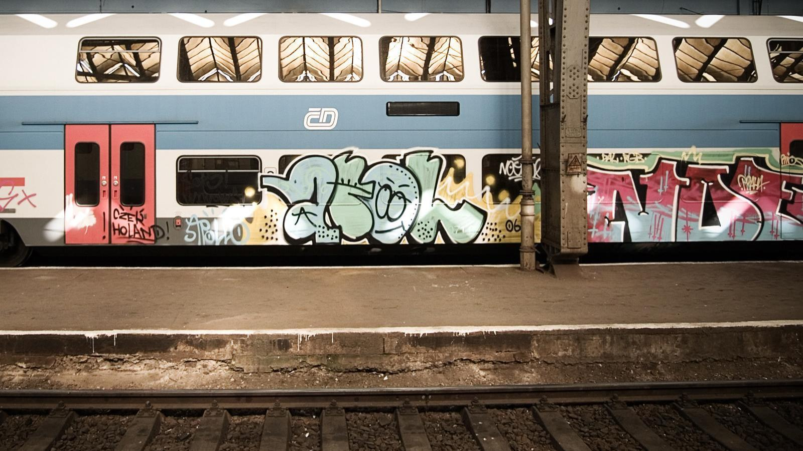 trains graffiti street art HD Wallpaper