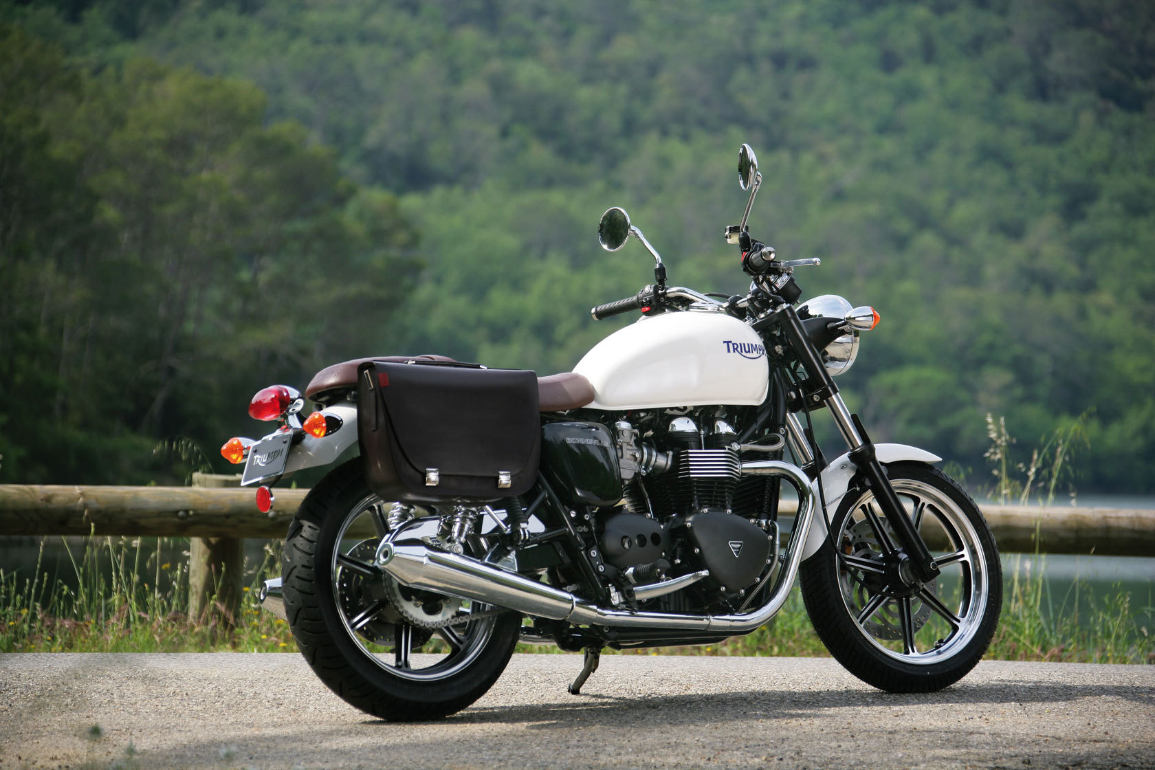 Triumph Bonneville Motorcycles HD Wallpaper