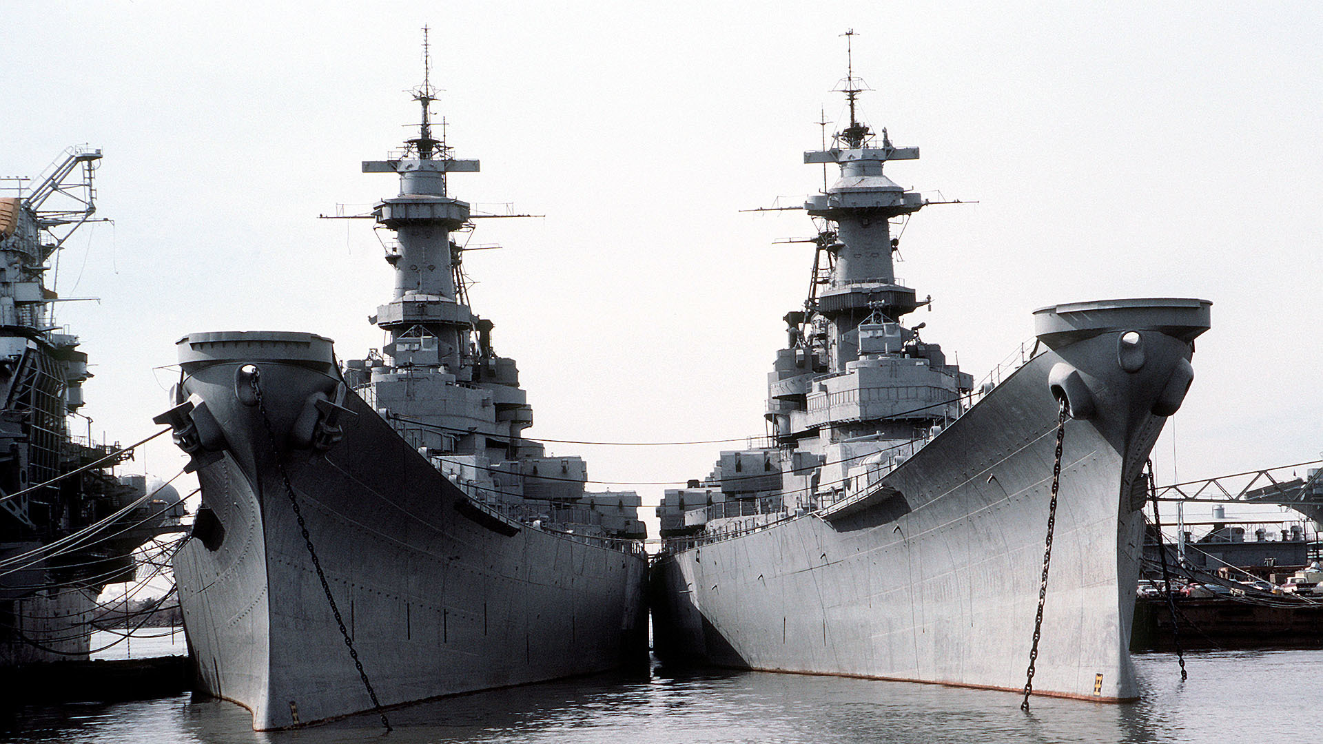 uss Iowa and Wisconsin HD Wallpaper