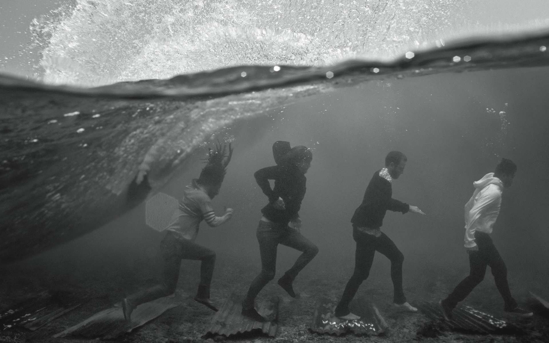 walk monochrome underwater split-view HD Wallpaper