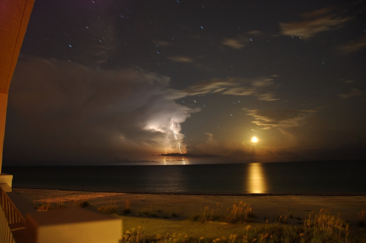 water distance storm Lightning