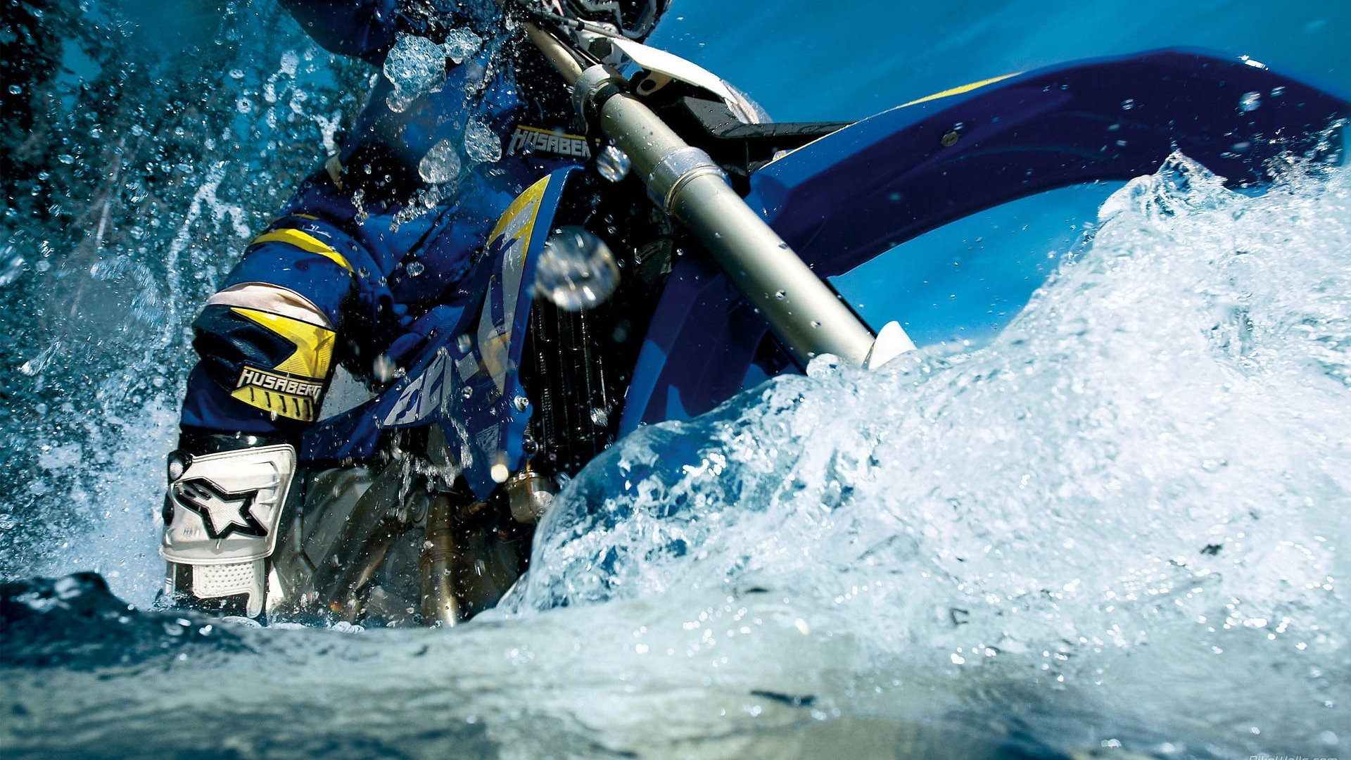 water motorbikes HD Wallpaper