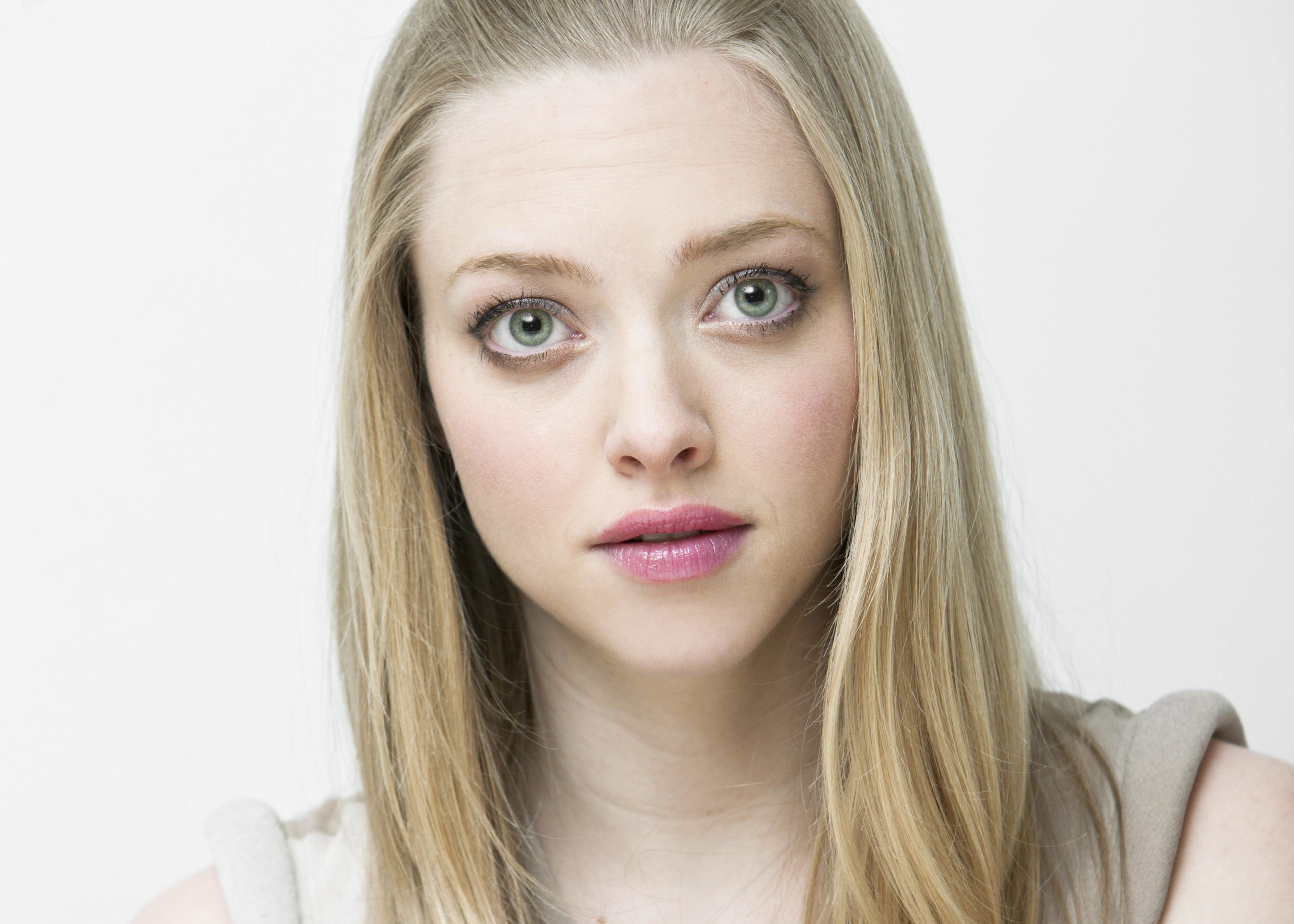 woman amanda seyfried Simple HD Wallpaper