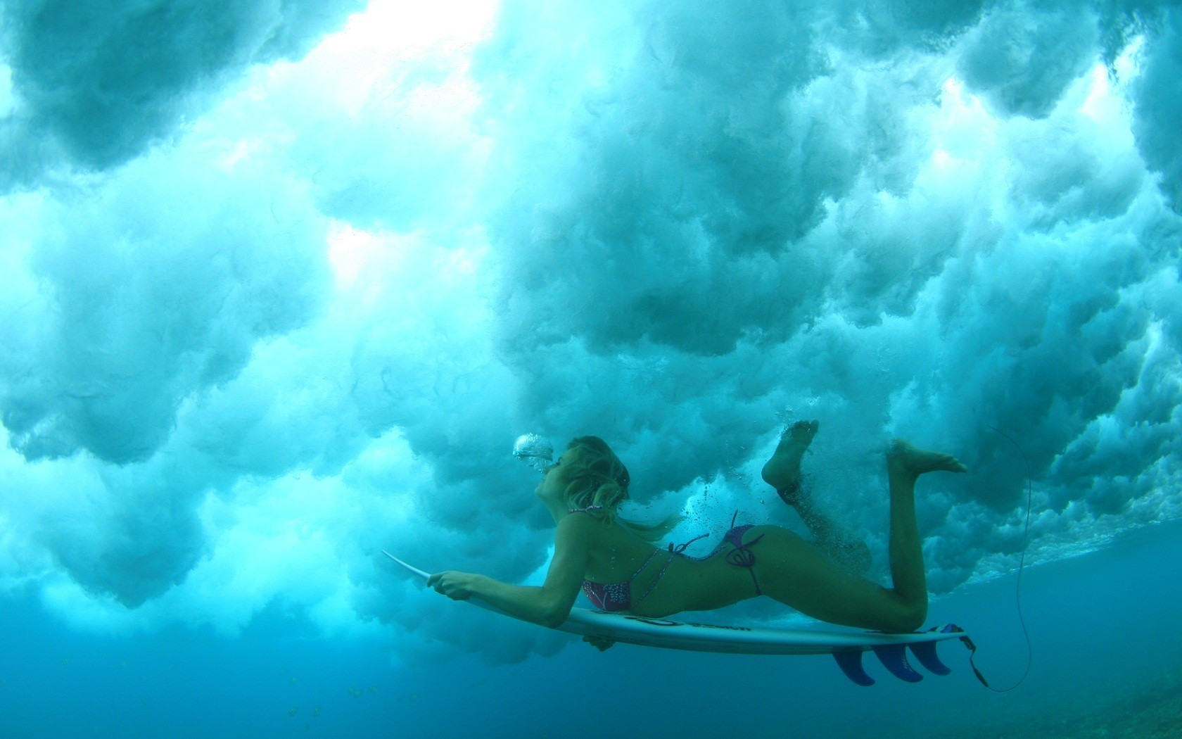 woman bikini swimming surfboards HD Wallpaper