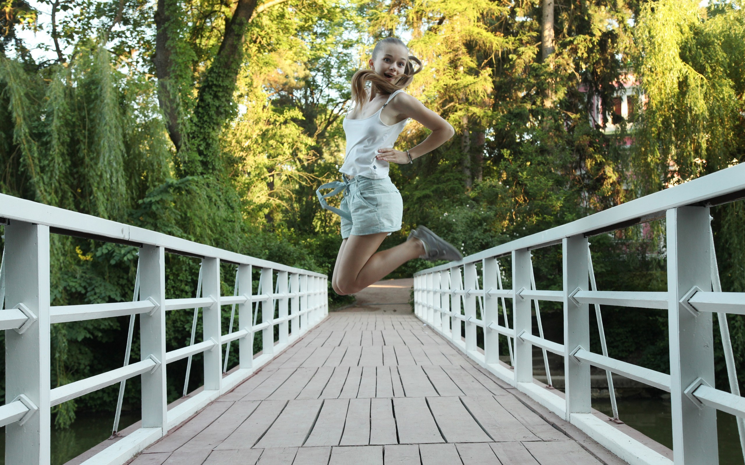 woman Bridges jumping HD Wallpaper