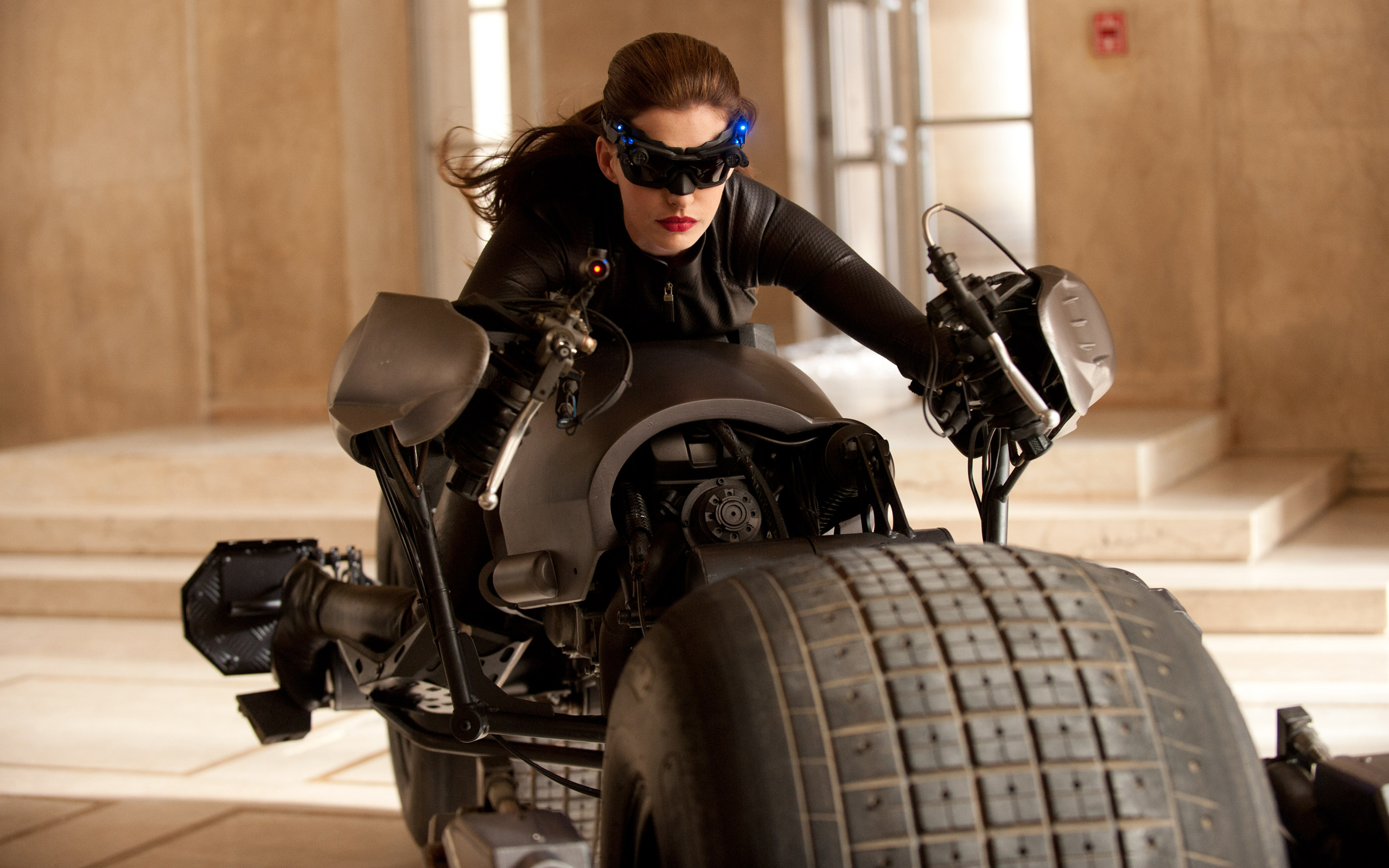 woman Catwoman anne hathaway selina kyle HD Wallpaper