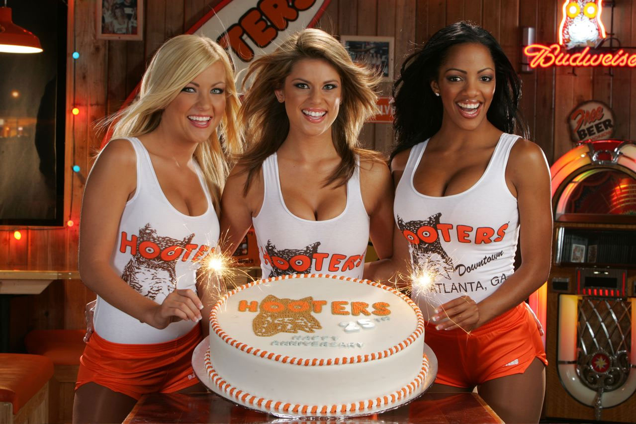 woman cleavage smiling Hooters
