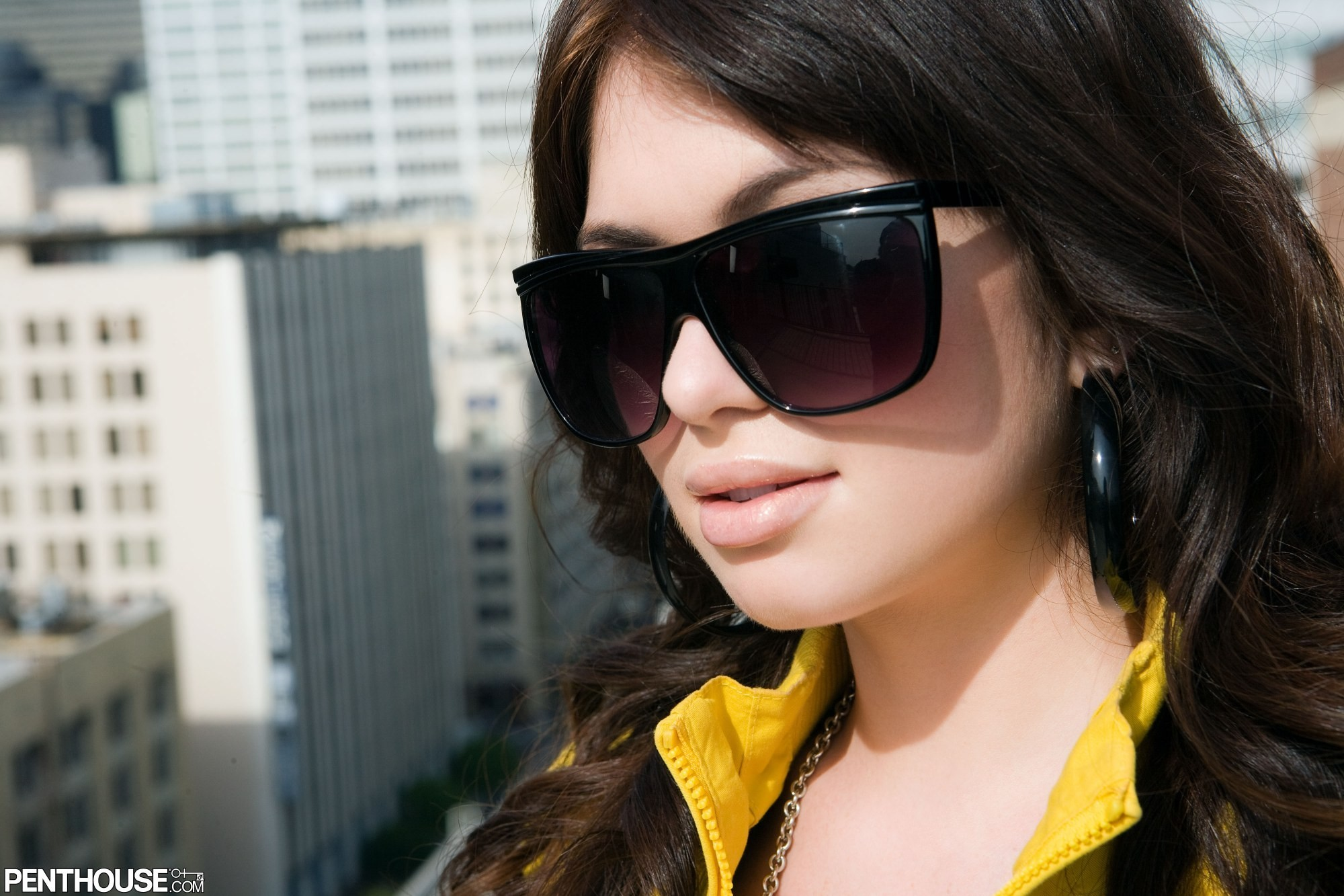 woman close-up faces sunglasses brunettes HD Wallpaper