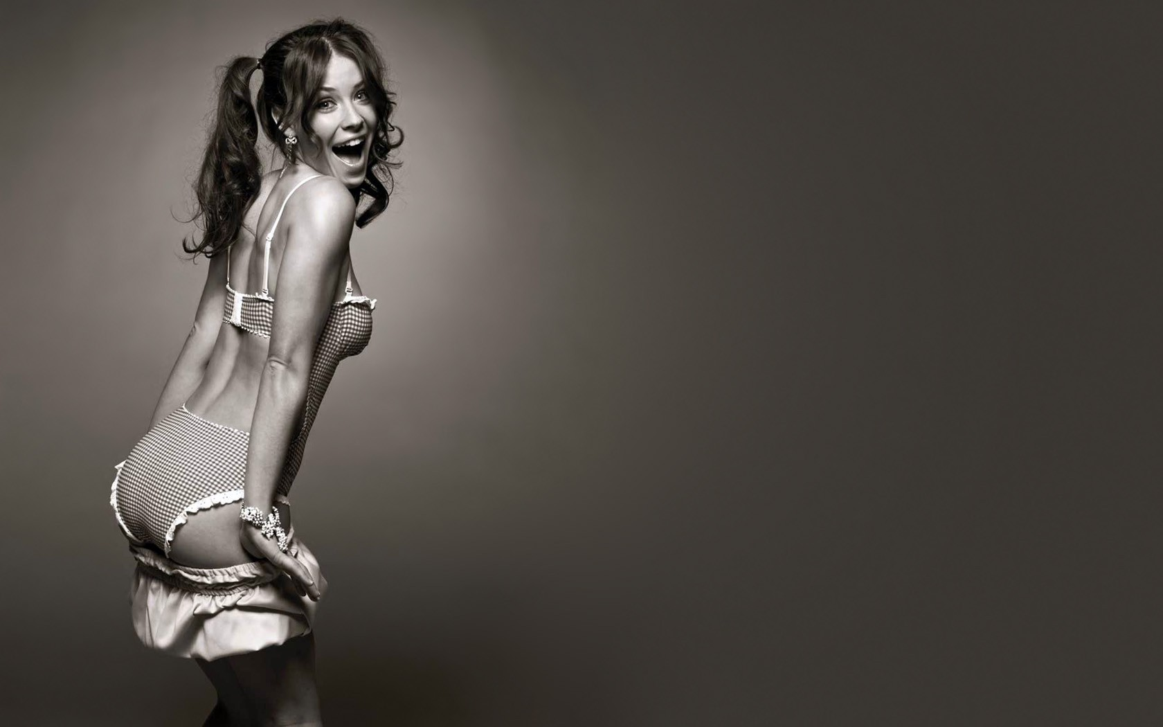 woman evangeline lilly Celebrity HD Wallpaper