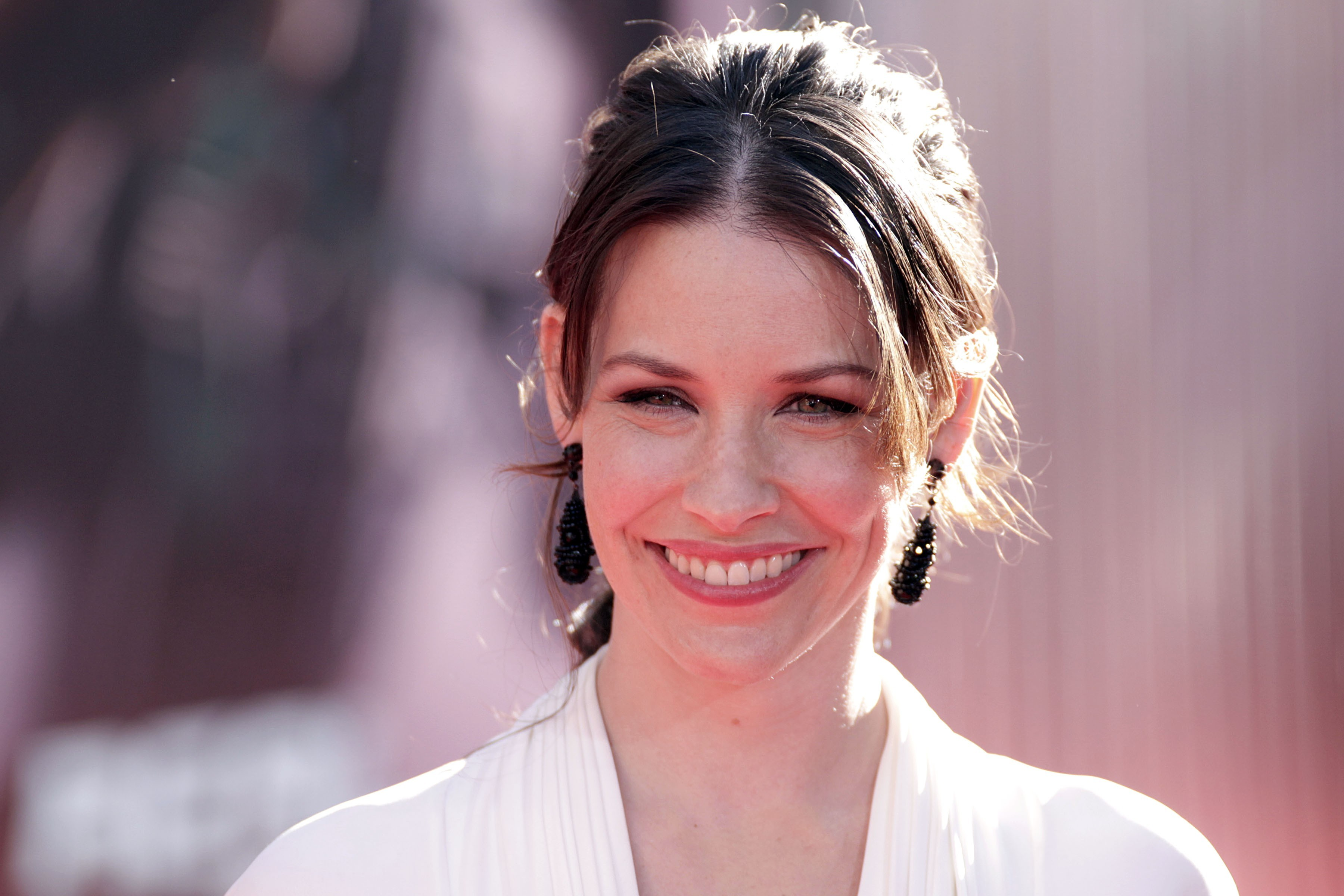woman evangeline lilly smiling HD Wallpaper