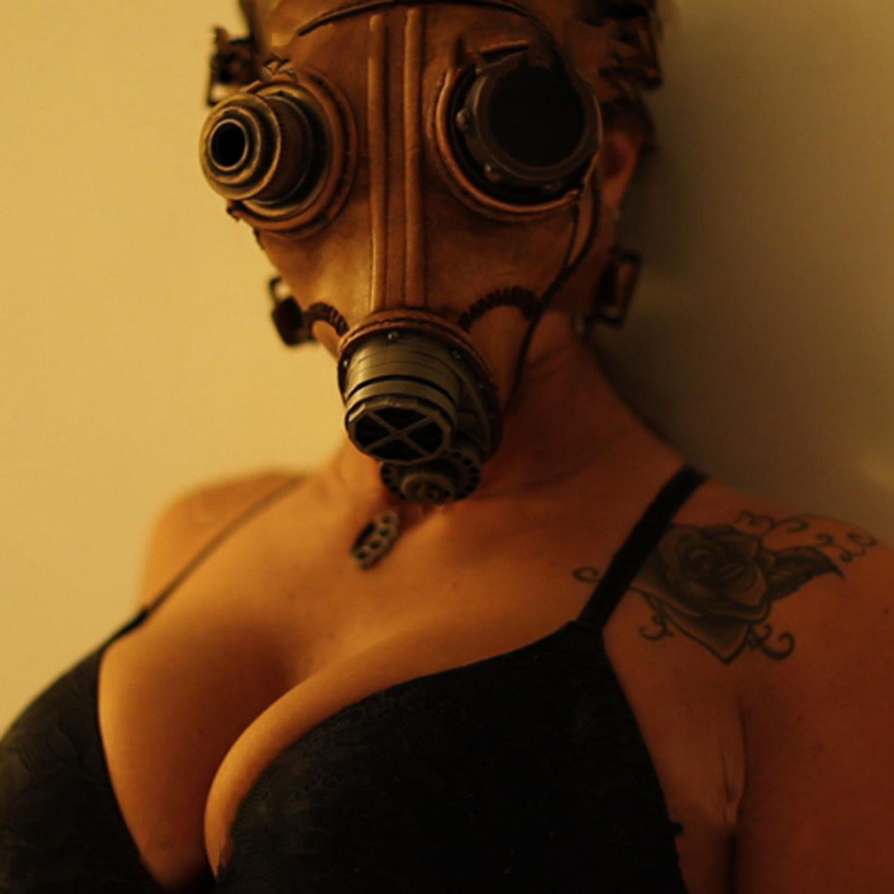 woman gas masks HD Wallpaper