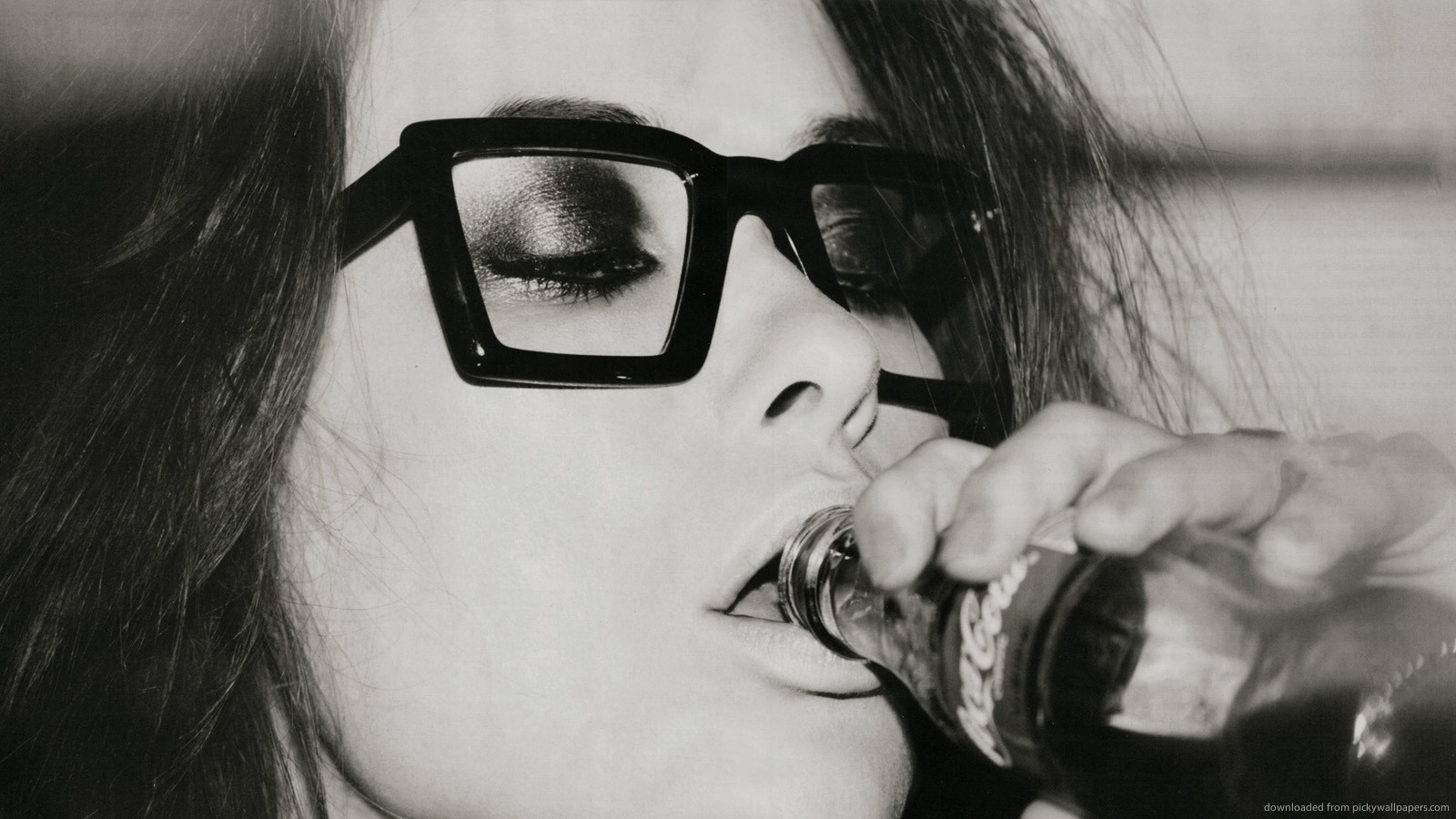 woman glasses coca-cola monochrome HD Wallpaper