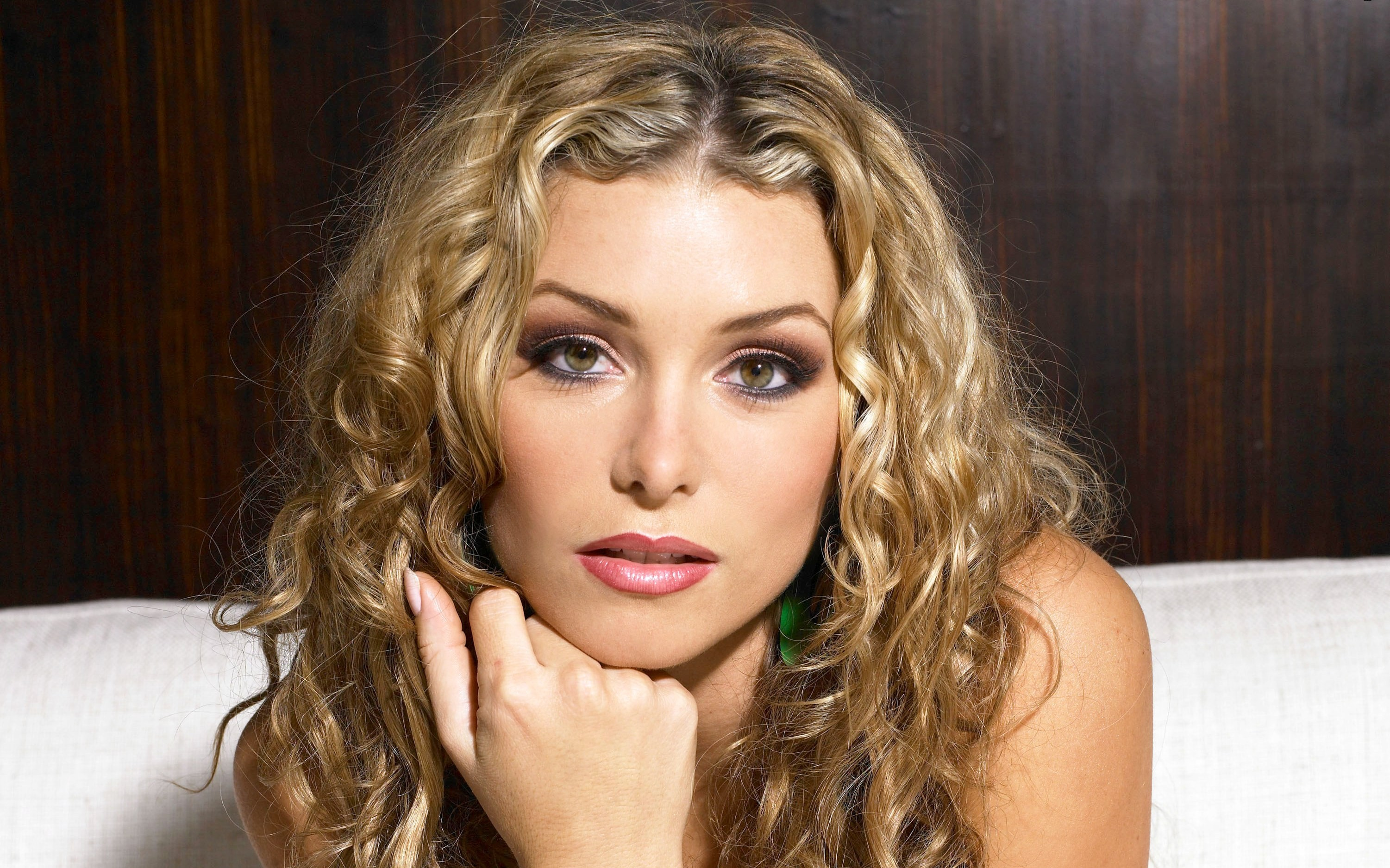 woman Heather Vandeven faces HD Wallpaper
