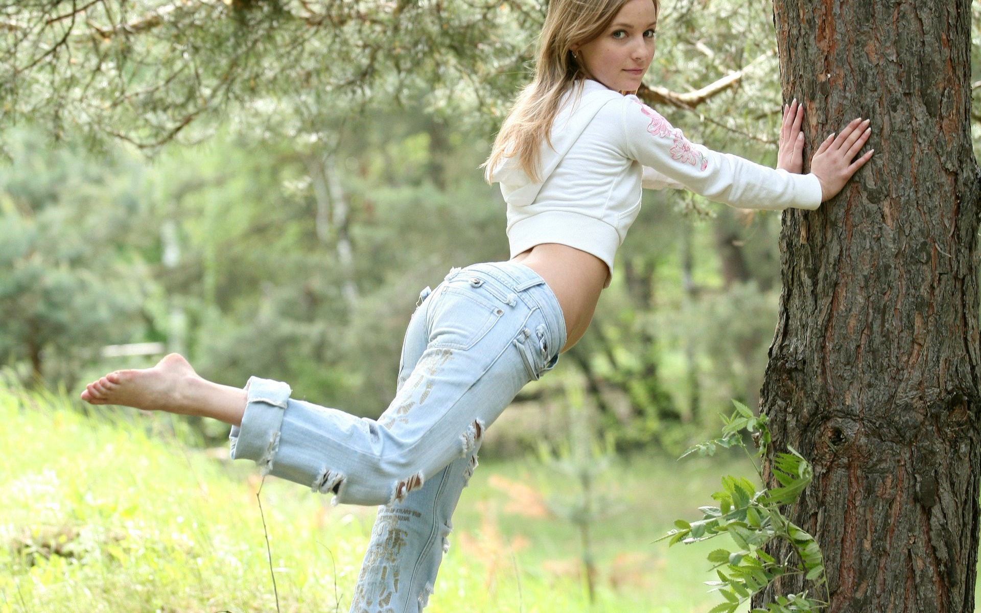 woman jeans Trees barefoot