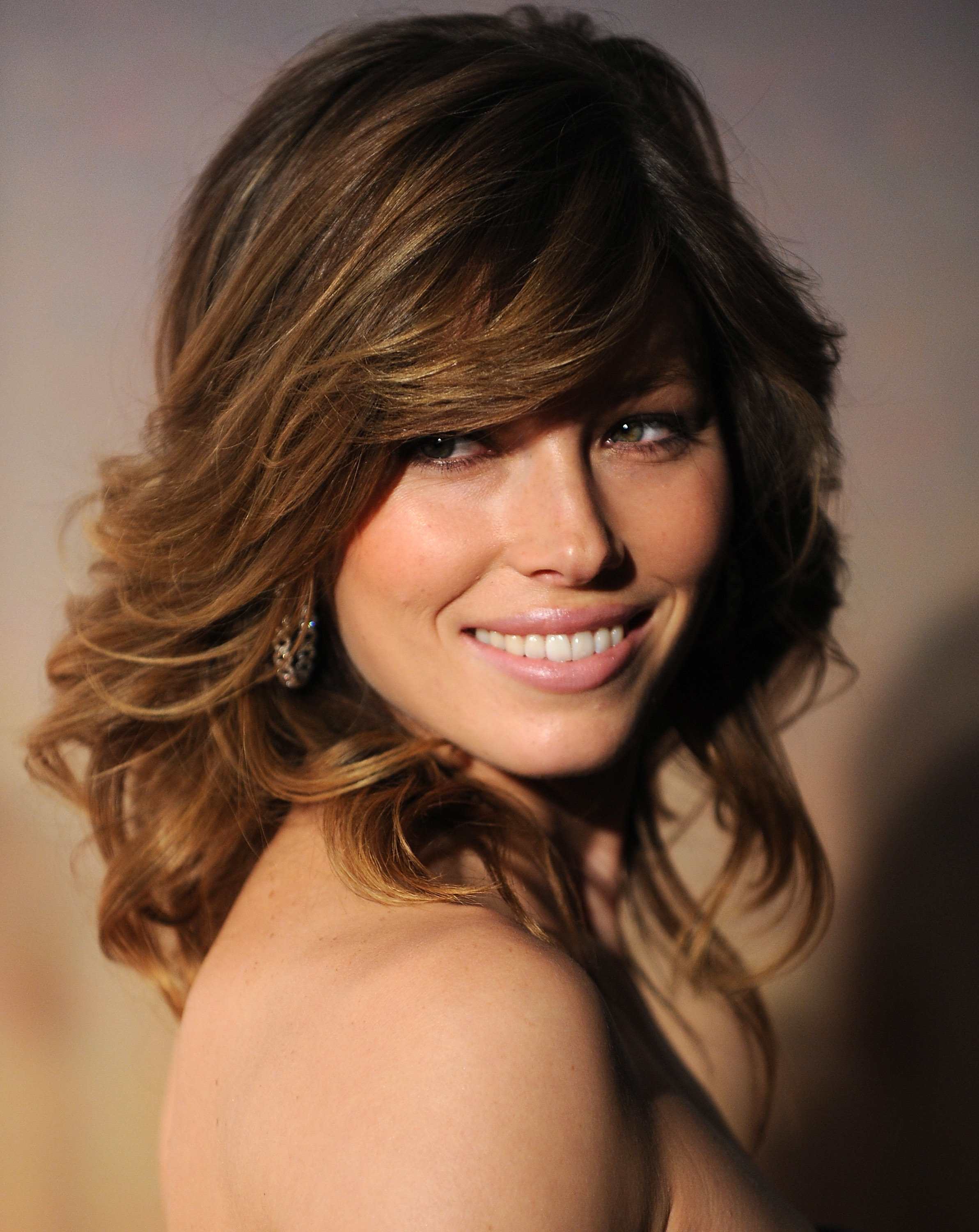 woman Jessica Biel smiling HD Wallpaper