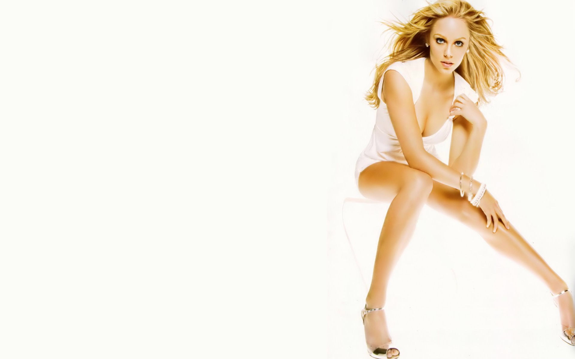 woman Laura Vandervoort bracelets HD Wallpaper