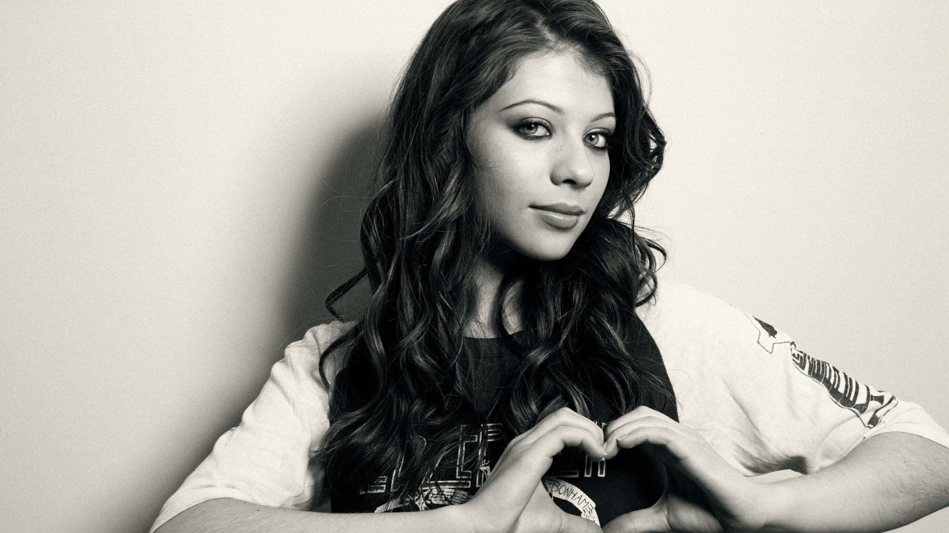 woman michelle trachtenberg monochrome HD Wallpaper