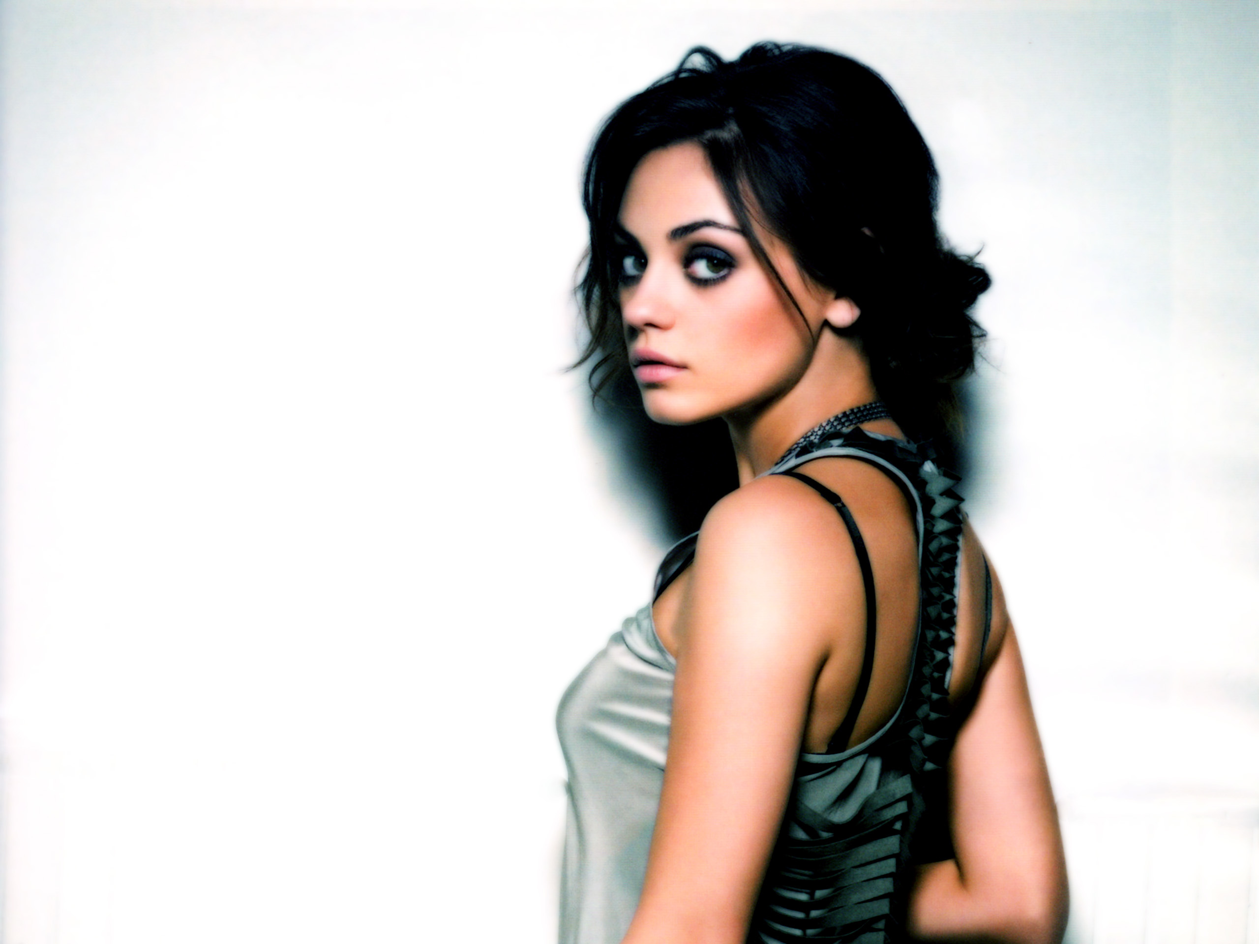 woman mila kunis Actress HD Wallpaper