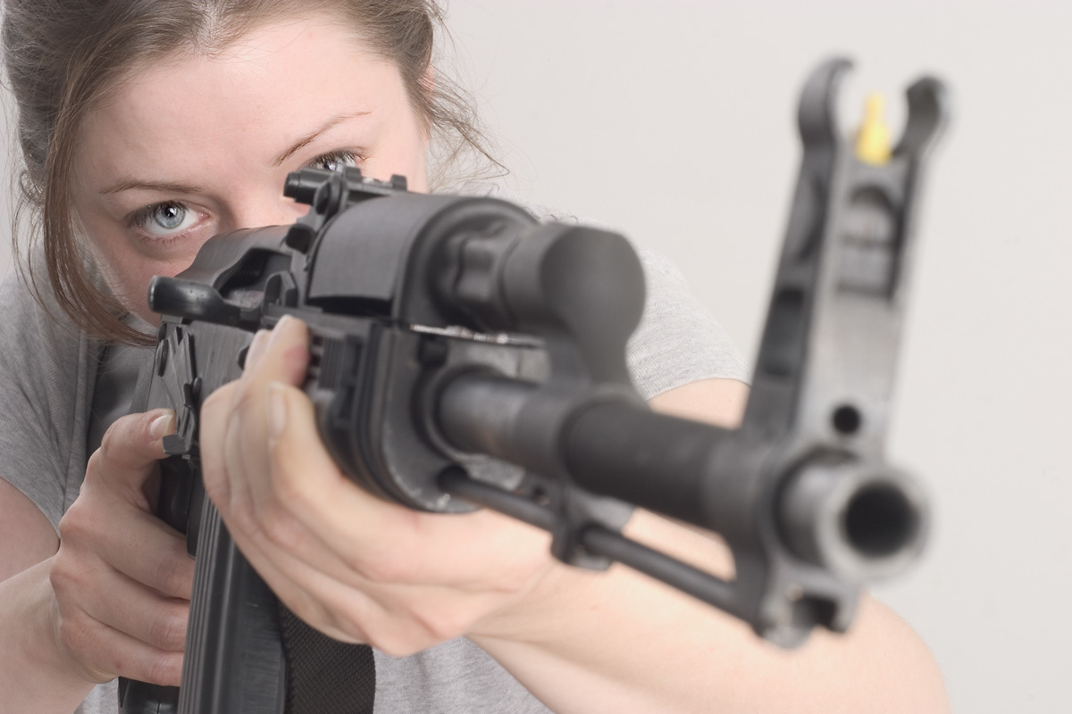 woman Rifles Guns weapons HD Wallpaper