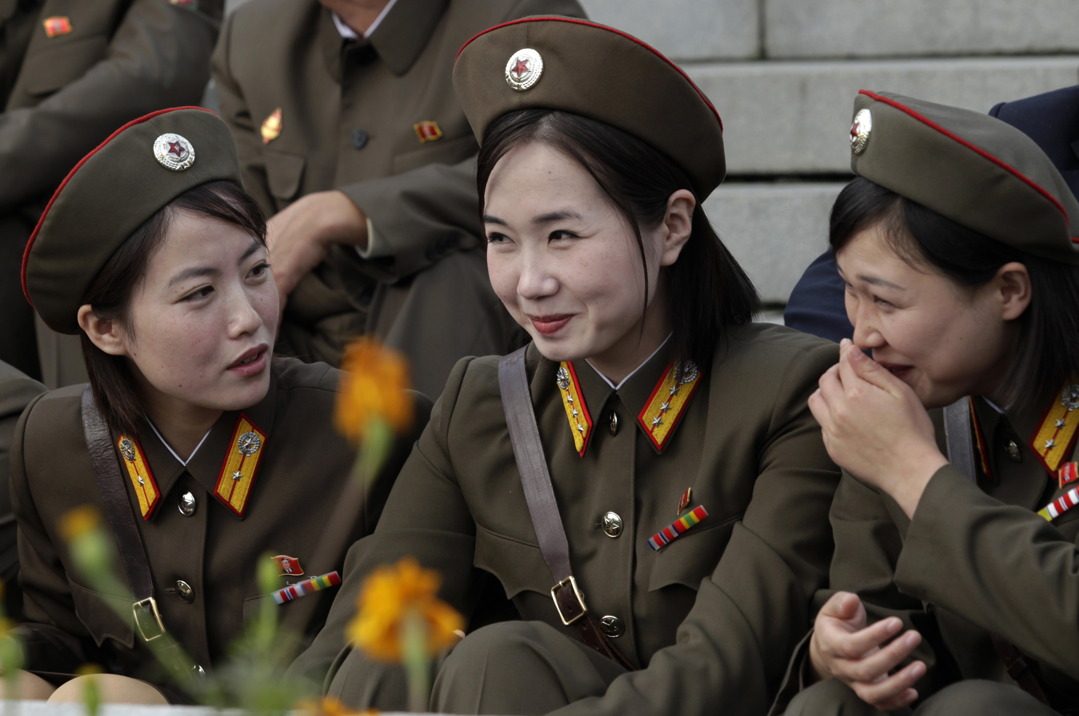 woman soldiers north korea HD Wallpaper