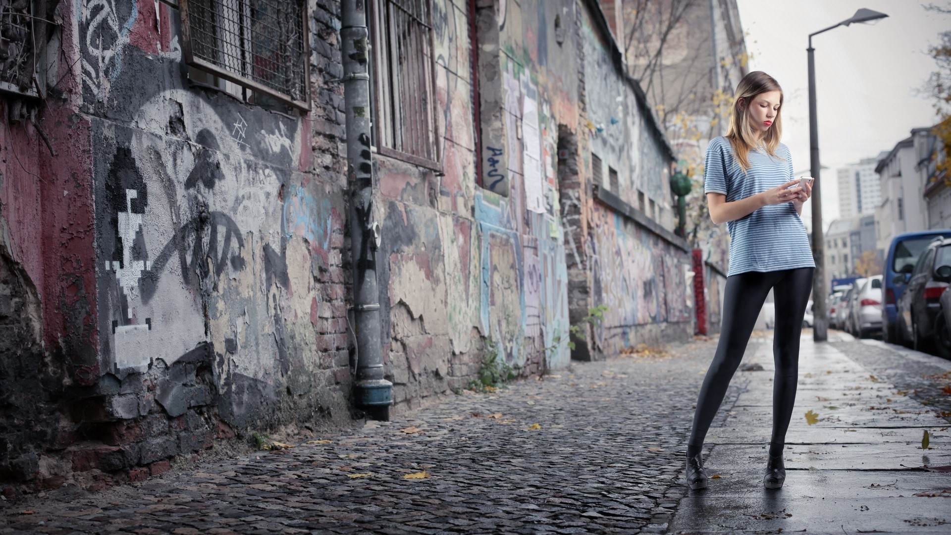woman streets graffiti urban HD Wallpaper