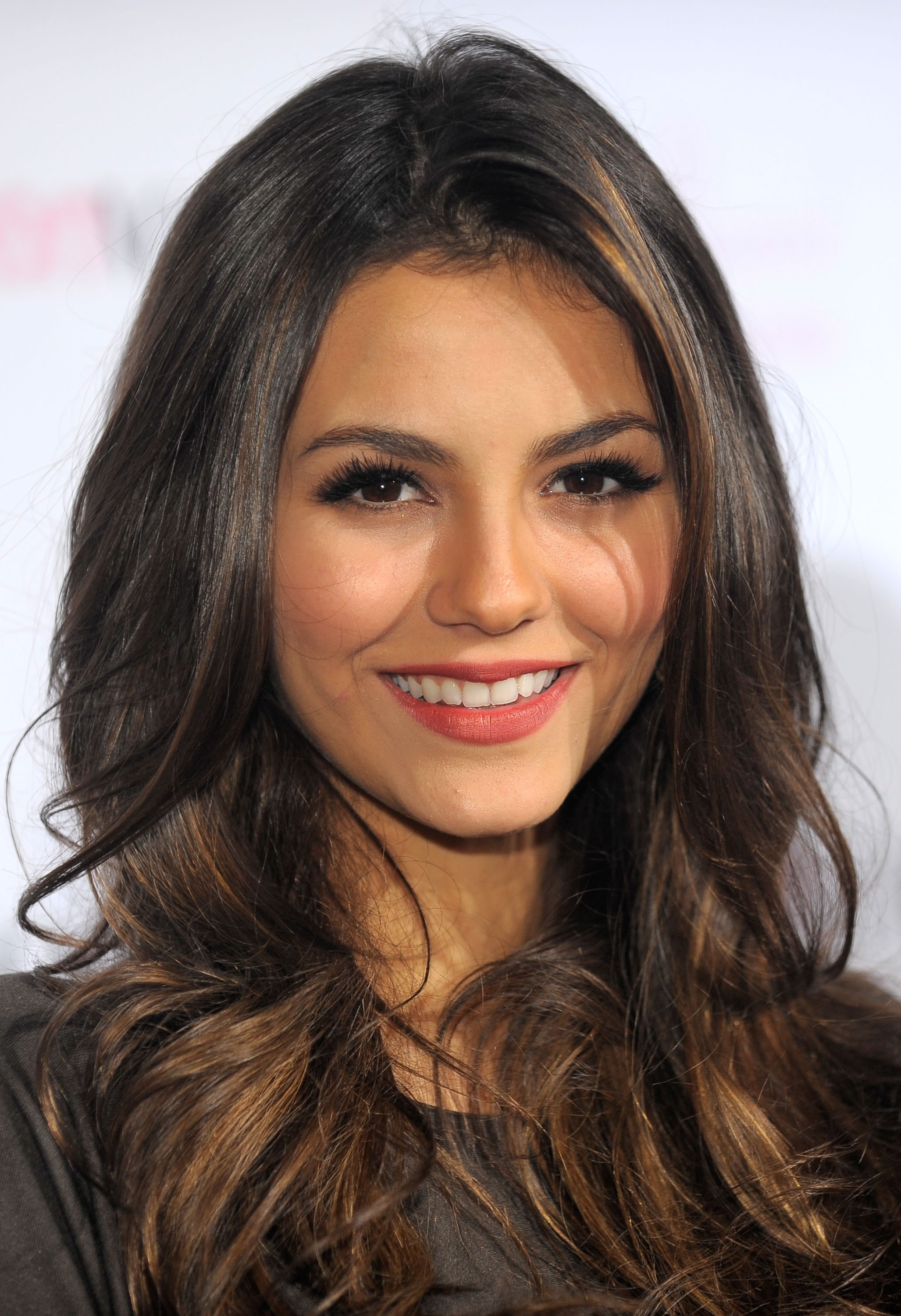 woman victoria justice brunettes singers HD Wallpaper