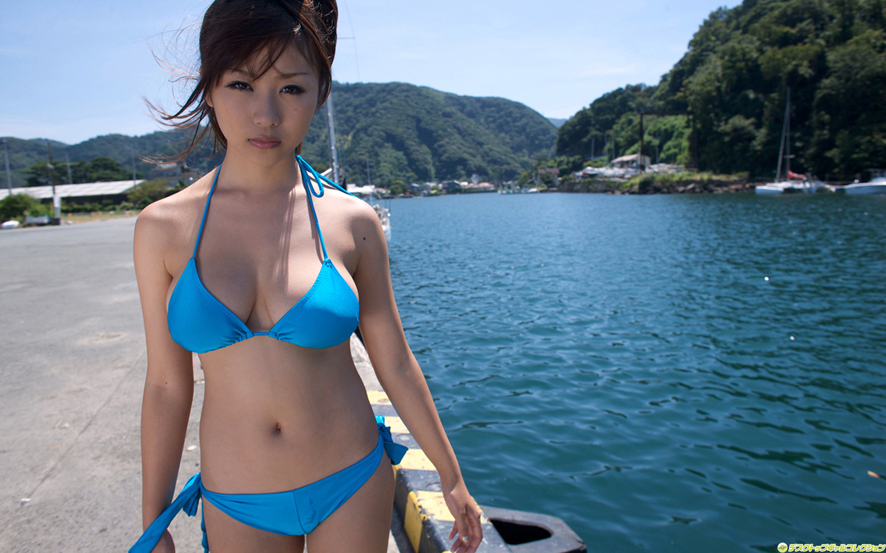 woman water bikini asians HD Wallpaper