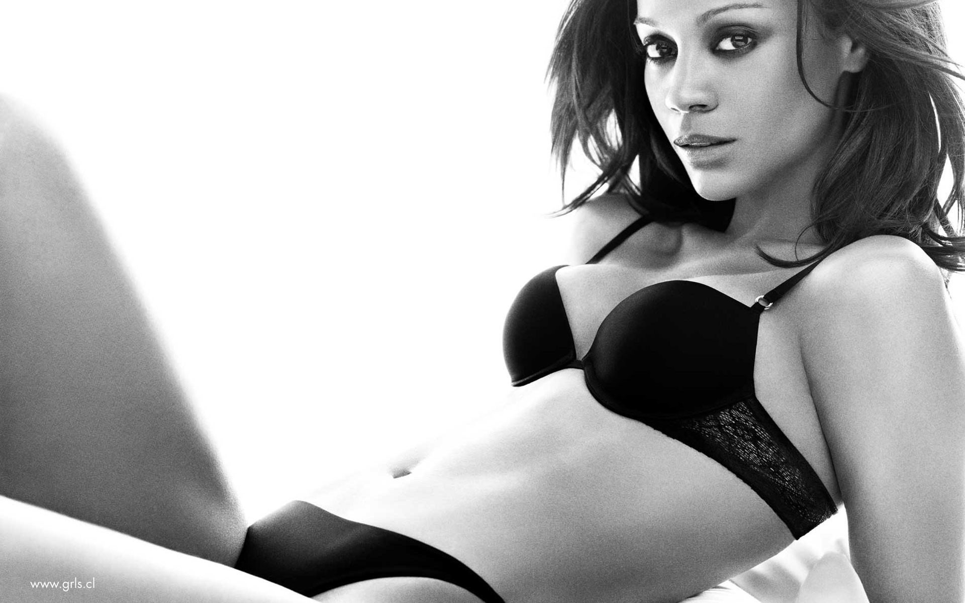 woman zoe saldana monochrome HD Wallpaper