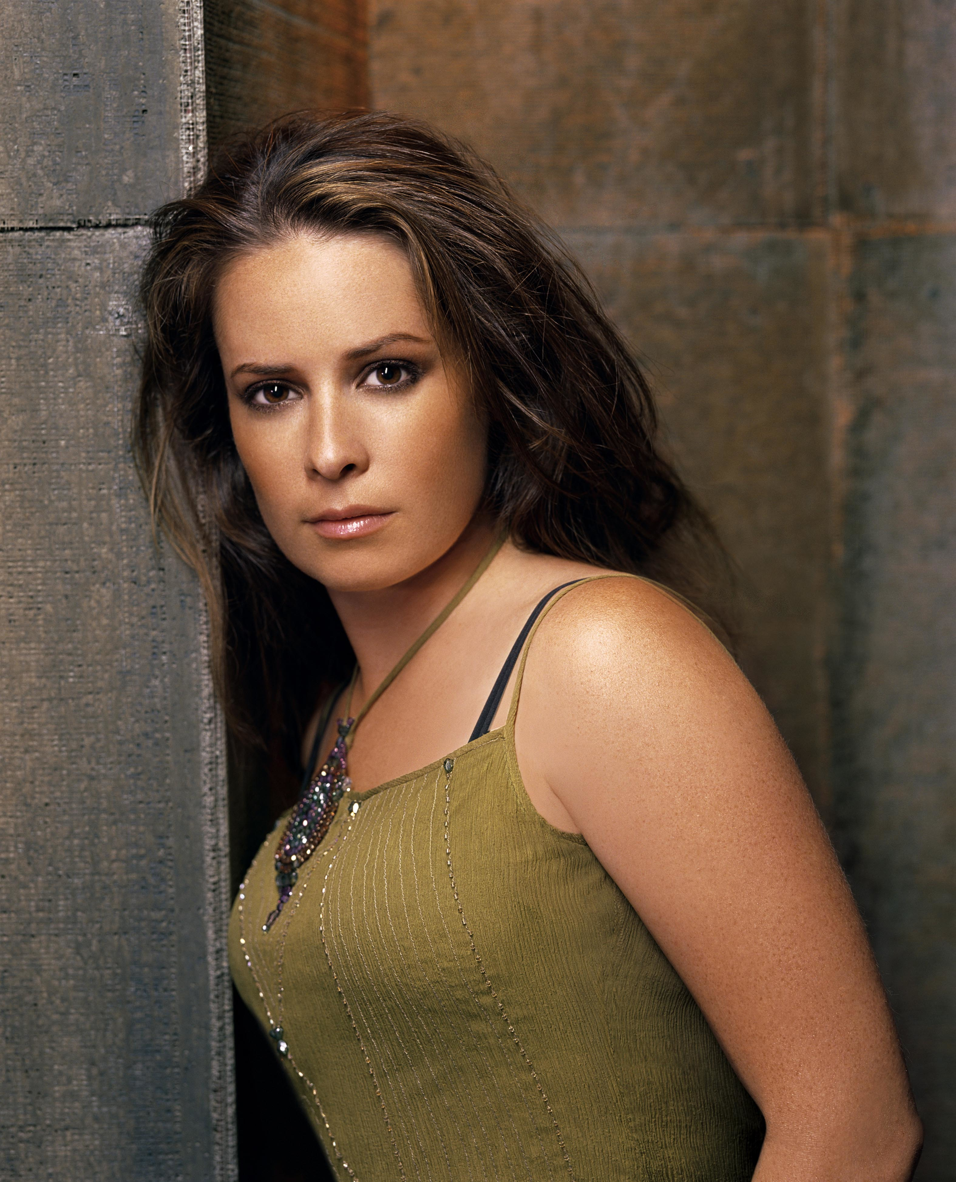Women holly marie combs