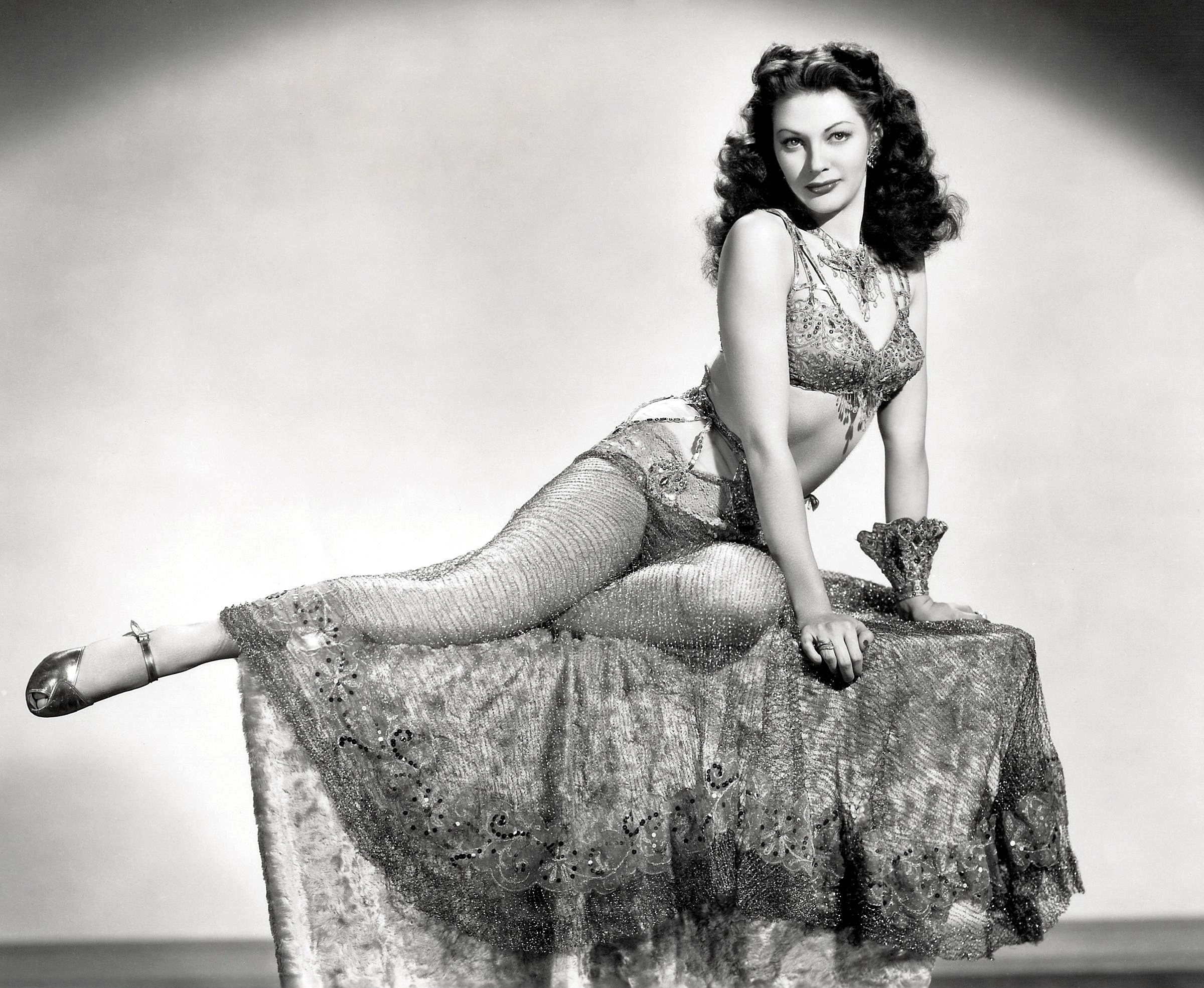 Yvonne de carlo HD Wallpaper