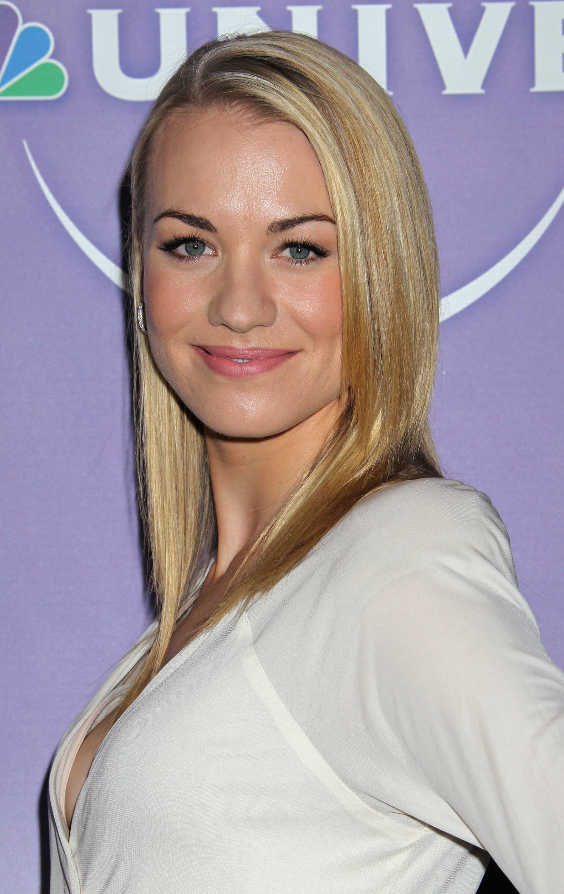 Yvonne strahovski Celebrity HD Wallpaper